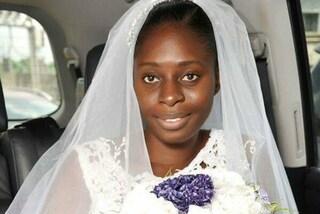 Non si trucca alle sue nozze: la foto del look al naturale della sposa fa il giro del web