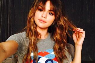 Selena Gomez senza reggiseno: mostra il seno con un body trasparente