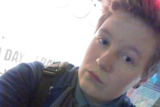 """Il barbiere si rifiuta di tagliare i capelli al ragazzo transgender: """"Sei una femmina"""""""