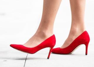 Addio tacchi alti in ufficio: negli Usa solo scarpe comode per le donne