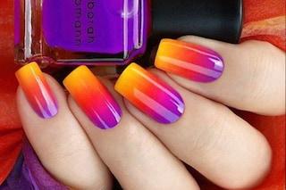 Le unghie della settimana: crea l'effetto sfumato con la spugnetta per il make up