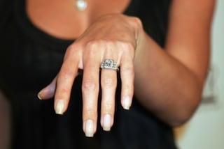 10 errori che gli uomini fanno quando scelgono l'anello di fidanzamento