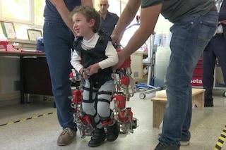 Ha l'atrofia muscolare ma riesce a camminare da solo: il bimbo è un piccolo Iron Man
