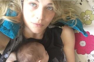 Laura Chiatti mamma senza trucco: risponde con ironia alle critiche del web