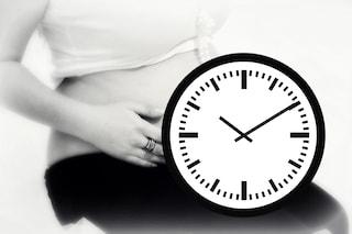 """Fertilità e orologio biologico: le donne non """"scadono"""" come lo Yogurt"""