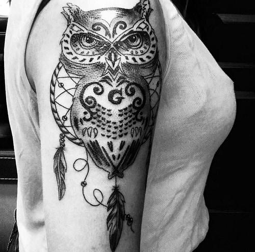 Tatuaggio piuma: significati e le idee più belle da realizzare