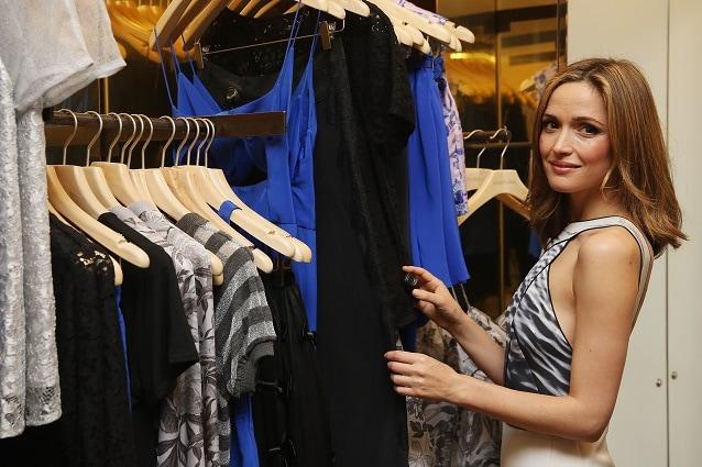 cc007f352455 Essere chic e alla moda spendendo poco si può  l eleganza è soprattutto una  questione di stile e spesso non conta il costo dei capi d abbigliamento.