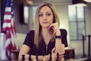 Velo obbligatorio al torneo di scacchi in Iran: l'americana si rifiuta di giocare