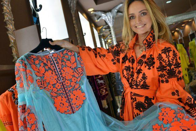 496509b36c904 Il boho chic è uno stile che si rifà alla moda hippie degli anni Settanta  nel quale confluiscono anche elementi delle cultura bohémien (boho è  infatti ...