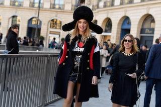 La Ferragni con il mega colbacco a Parigi: Chiara, perché?