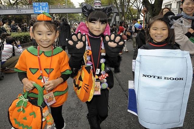 La festa di Halloween è il momento ideale per creare dei costumi fai da te  per bambini  è la sera in cui passano dai vicini di casa chiedendo