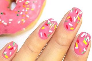 Le unghie della settimana: la donuts manicure ispirata alle ciambelle