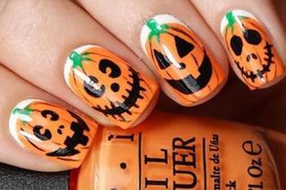 Le unghie della settimana: pumpkin nail, la manicure con la zucca di Halloween