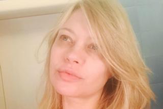 Anna Falchi senza trucco su Instagram: a 44 anni è più bella che mai