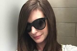 """Anne Hathaway ritorna alle """"origini"""": l'attrice è di nuovo castana"""