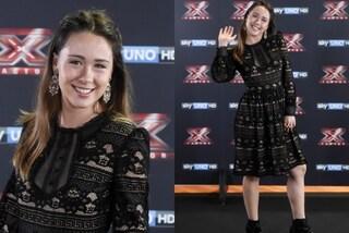 Stile bon ton per Aurora Ramazzotti, l'inedito look per il lancio di X-Factor 10