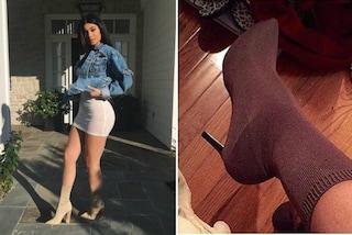 Calzini sulle scarpe: il trend di stagione ispirato agli stivali delle sorelle Kardashian