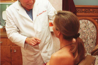 Dal chirurgo prima delle nozze: oltre a fiori e abito bianco, le spose vogliono un ritocco