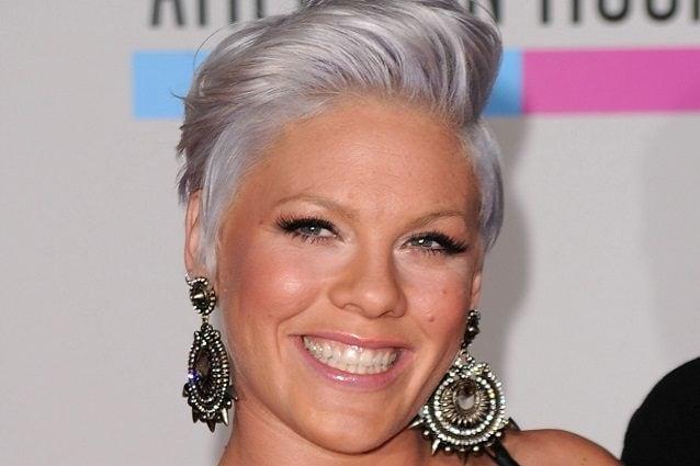 ... capelli lasciati del colore naturale può essere un idea originale. Chi  invece ha meno coraggio 8b3dfbf18c60
