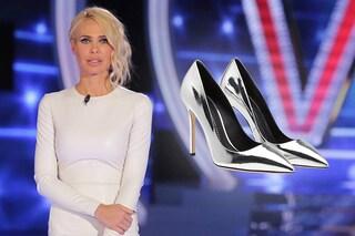 """Ilary Blasi: abito bianco e scarpe """"metalliche"""" al Grande Fratello Vip"""
