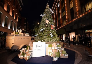 L'incanto del Natale a Londra: Harrods inaugura le vetrine per le feste