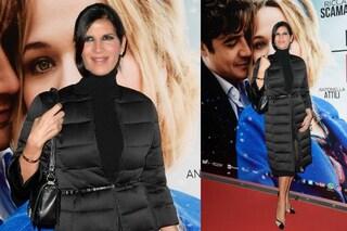 Pamela Prati: in tv abiti scollati da diva, al freddo con piumino e collo alto