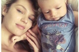 Candice Swanepoel dolcissima in versione mamma: l'angelo di Victoria's mostra il suo bimbo