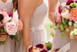 """""""Ho visto la sposa farsi selfie sexy per l'amante"""": le rivelazioni shock delle damigelle"""