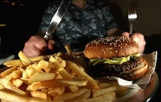 La mamma la obbliga a mangiare, lei diventa obesa: Debbie è arrivata a pesare 290 kg