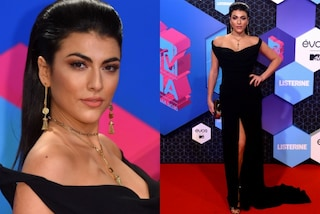 Giulia Salemi non rinuncia allo spacco hot, dopo Venezia lo ripropone agli MTV EMA