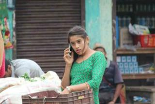 Kusum, la venditrice di verdure dalla bellezza mozzafiato: la sua foto è virale