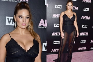 Maxi scollatura e trasparenze: il look sexy di Ashley Graham sul red carpet