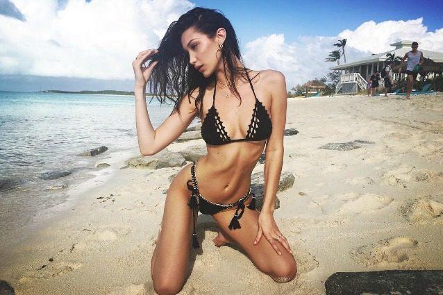 Sognare Costume Da Bagno Bianco : Bella hadid sempre più magra: in bikini rivela la perdita di peso