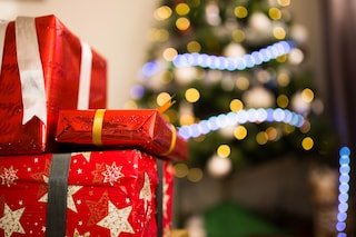 Abiti a Milano, gioielli a Napoli: i regali di Natale più desiderati nelle città italiane