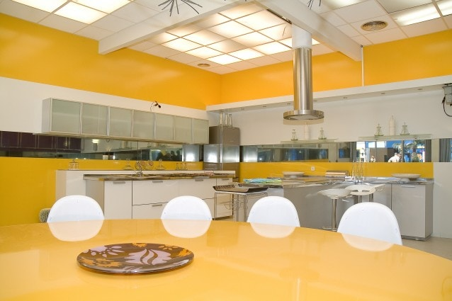Come pulire a fondo la cucina sgrassandola con prodotti - Pulire bagno bicarbonato ...