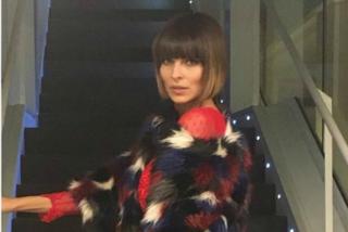 Addio capelli biondi: il nuovo look con la frangia di Cristina Chiabotto