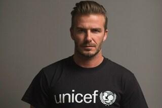 I tatuaggi sul corpo nudo di David Beckham prendono vita nel video contro la violenza