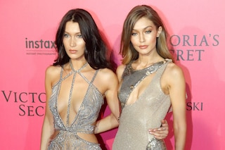 Victoria's Secret Fashion Show: Bella e Gigi Hadid infiammano il red carpet