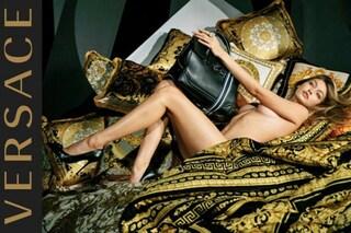 Nuda con i tacchi a spillo: Gigi Hadid in versione hot per Versace