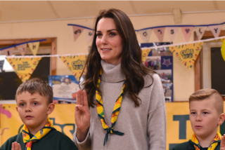 Kate Middleton in versione scout: la principessa indossa jeans e stivali