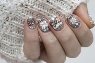 Le unghie della settimana: la nail art ispirata ai maglioni invernali