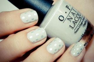 Le unghie della settimana: la manicure con i pois glitter