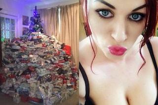 Per il secondo anno consecutivo sommerge l'albero di Natale di regali: ne ha comprati 350
