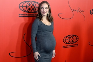 Natalie Portman incinta: sfoggia l'enorme pancione sul red carpet