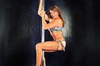 Greta, a 65 anni campionessa di pole dance