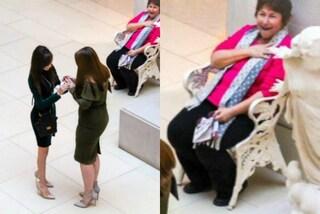 La ragazza chiede la mano alla fidanzata: ecco l'incredibile reazione dell'anziana