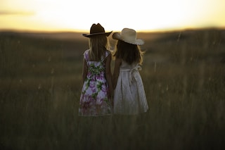 Una sorella ti rende felice e ottimista: lo dimostra la scienza