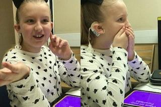 La gioia della bimba che torna a sentire la sua voce: aveva perso l'udito a 4 anni