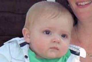 Condivide la straziante foto del figlio senza vita: a 14 mesi è morto di meningite