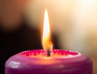 Come accendere le candele: i consigli per farlo nel modo giusto